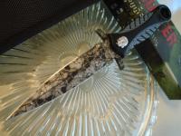 Couteau  Zombie  de 24.5 cm  lame  avec étui en nylon