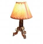 LAMPE ORNÉE  DE  3  COLT